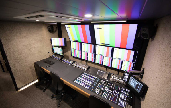 Unit 18 Streamline S8L Ü-Wagen von Broadcast Solutions